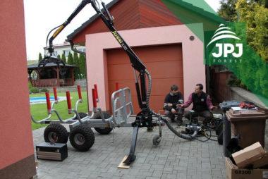 Dodanie a inštalácia hydraulickej ruky Vahva Jussi 320 na malý vyvážacie vlek domácej výroby